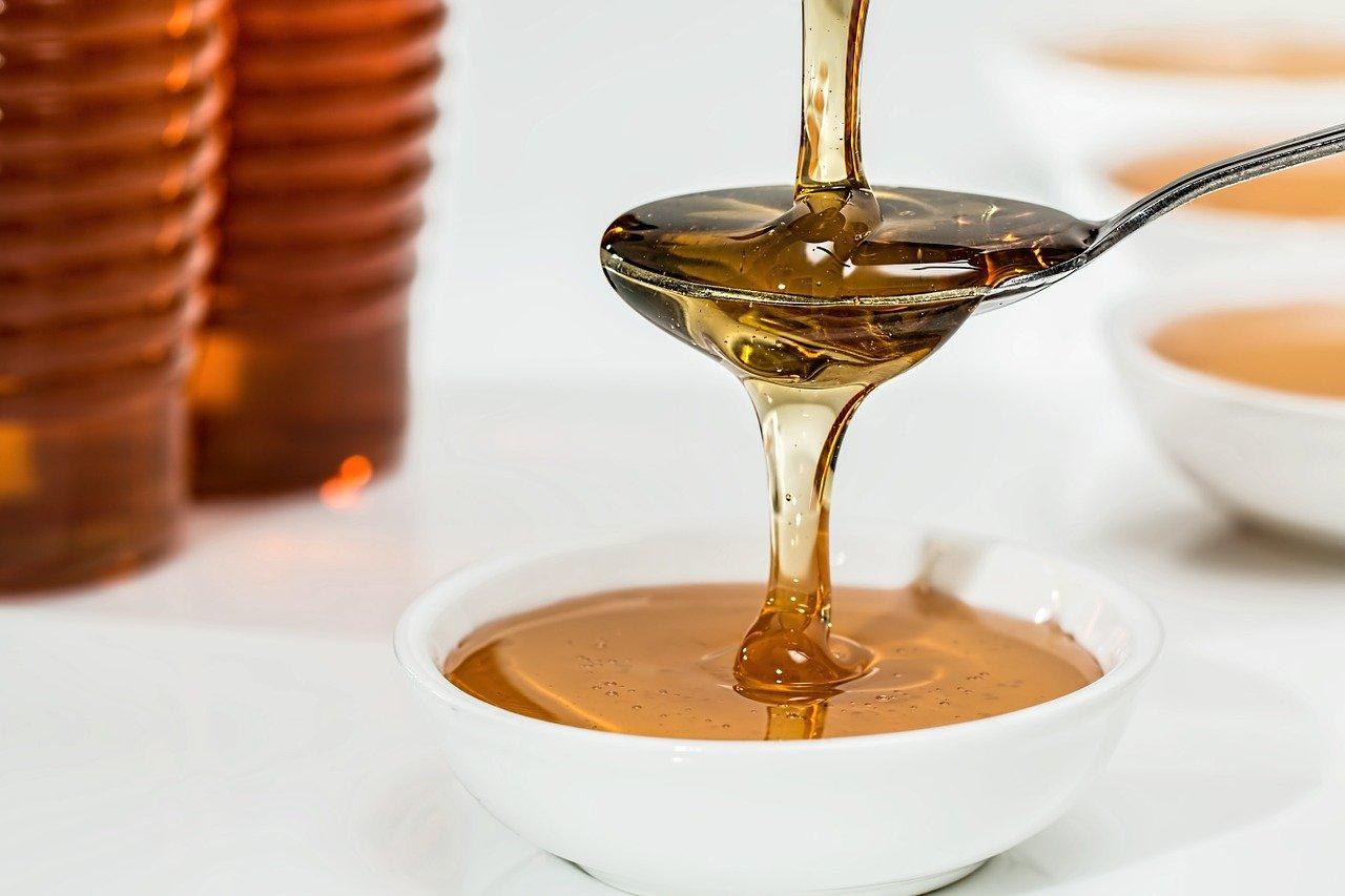 Med a jeho přínosy pro zdraví